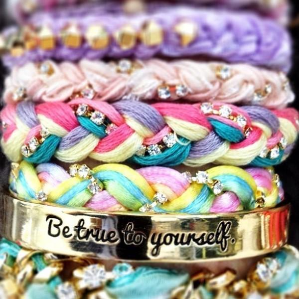 Be true to yourself golden bracelet