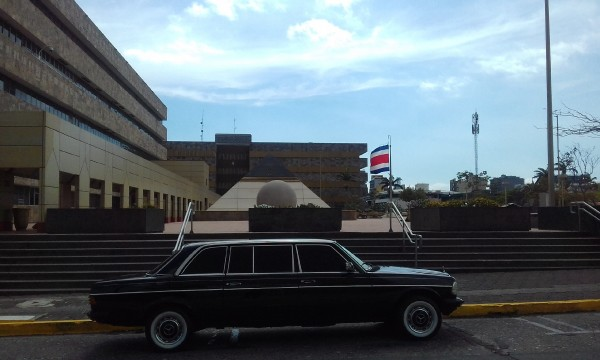 The Supreme Court building in San José COSTA RICA. LIMOUSINA TOURS